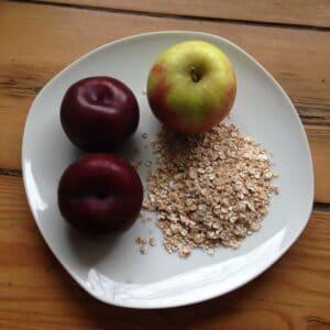 Pflaumen-Dinkel-Brei mit Apfel