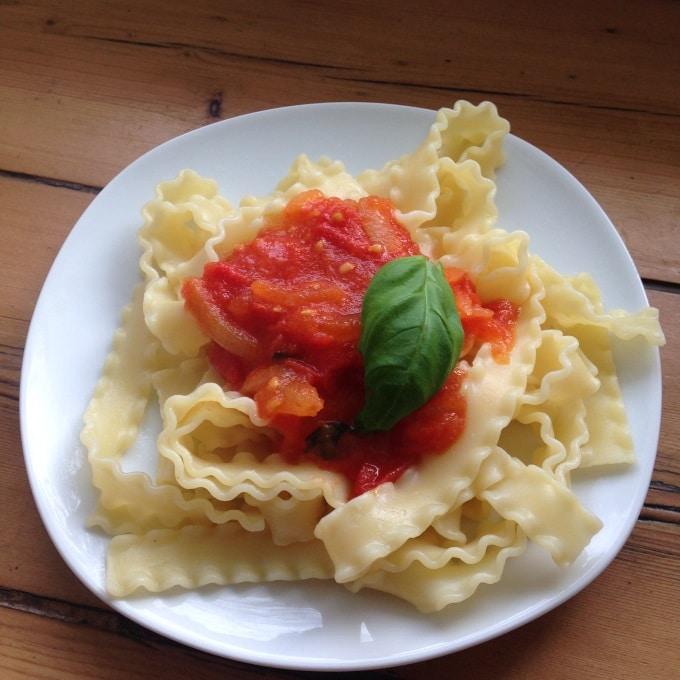 nudeln-mit-frischer-tomatensosse-zubereitung
