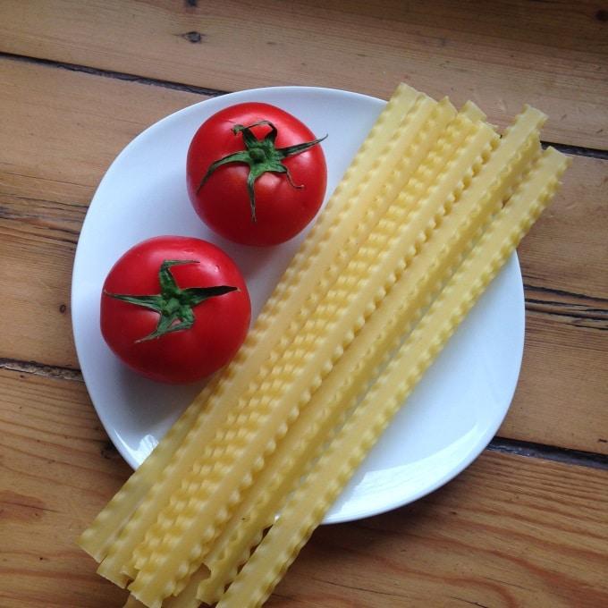 nudeln-mit-tomatensosse-zutaten