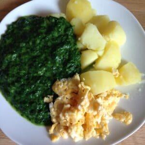 Rahmspinat mit Kartoffeln und Ei