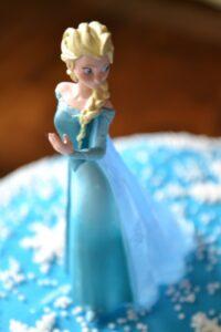 …feiern wir eine Frozen-Geburtstagsparty