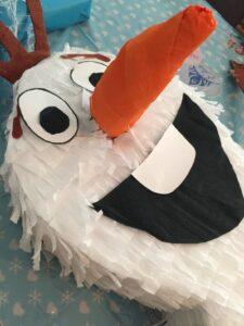 …basteln wir eine Olaf-Piñata