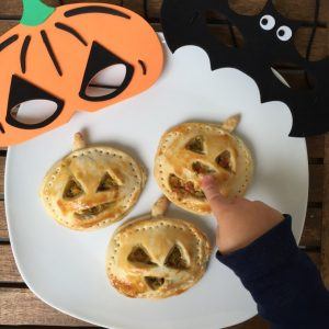 Halloween-Empanadas (Gemüse-Kürbis-Empanadas)