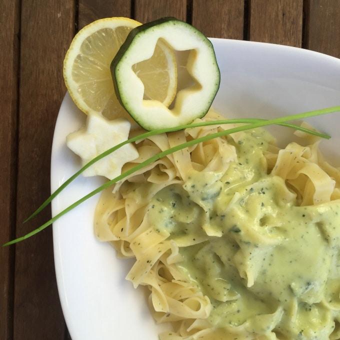 Pasta mit Zucchini-Sahne-Soße Zitrone Schnittlauch (4)