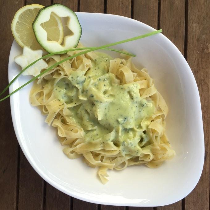 Pasta mit Zucchini-Sahne-Soße Zitrone Schnittlauch (5)
