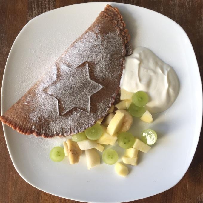 Umgang mit Messern Obstsalat Schokopfannkuchen (3)