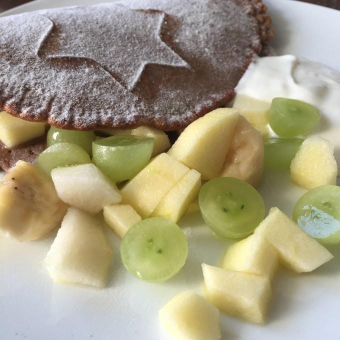 Umgang mit Messern Obstsalat Schokopfannkuchen (5)