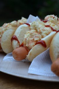 Cheveres (Hot Dog mit Coleslaw)