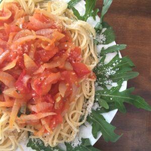 Pasta mit süßer Tomatensauce