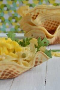 Sommerlicher Nudelsalat mit Früchten und Mango Chutney