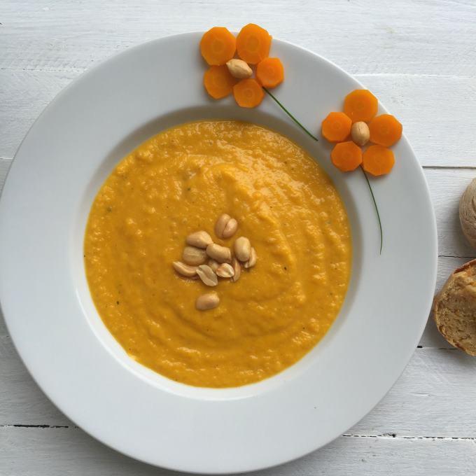Möhren-Erdnuss-Suppe Möhren Dinkel Brötchen (3)