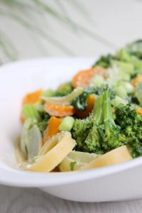 Pasta mit sommerlicher Gemüse-Sahne-Soße