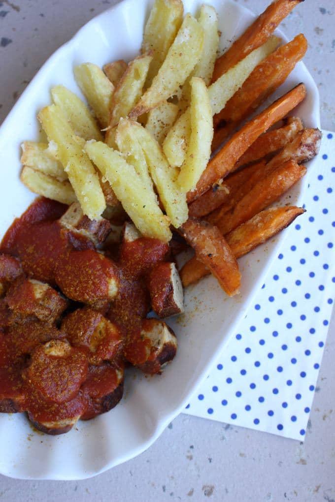 Zweierlei Pommes Currywurst (6)