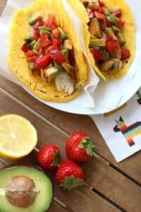 Tortillas mit Hähnchenbrust und Erdbeer-Avocado-Salsa