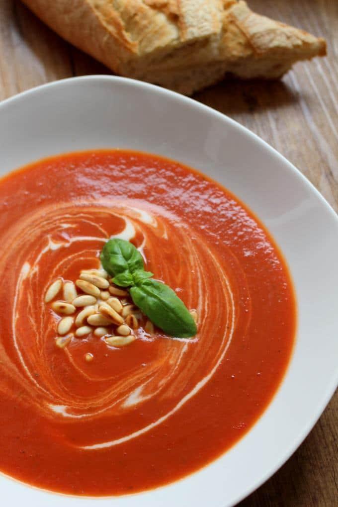 tomatensuppe mit pinienkernen ein leckeres familiengericht. Black Bedroom Furniture Sets. Home Design Ideas