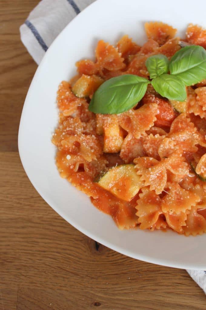 One-Pot-Pasta mit Zucchini und Tomaten