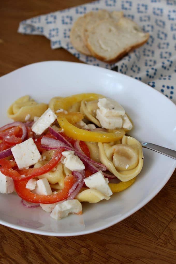 Griechischer Tortellinisalat