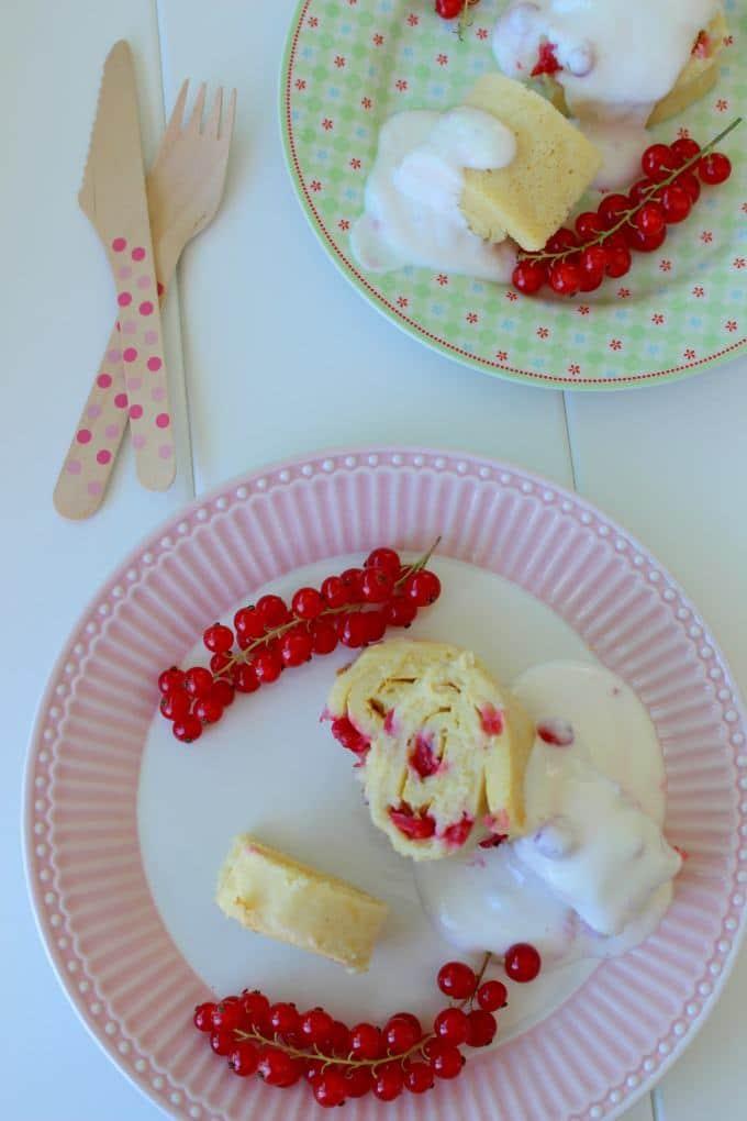 Ofenpfannkuchen mit Johannisbeeren und Joghurt