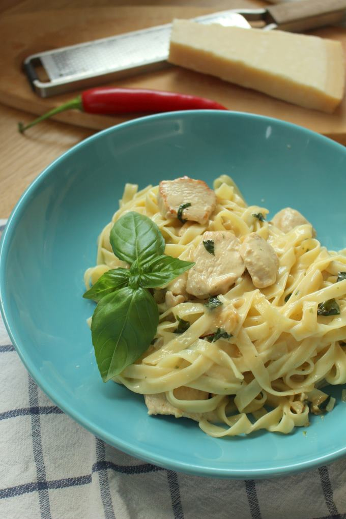 Honig-Basilikum-Pasta mit Hähnchen