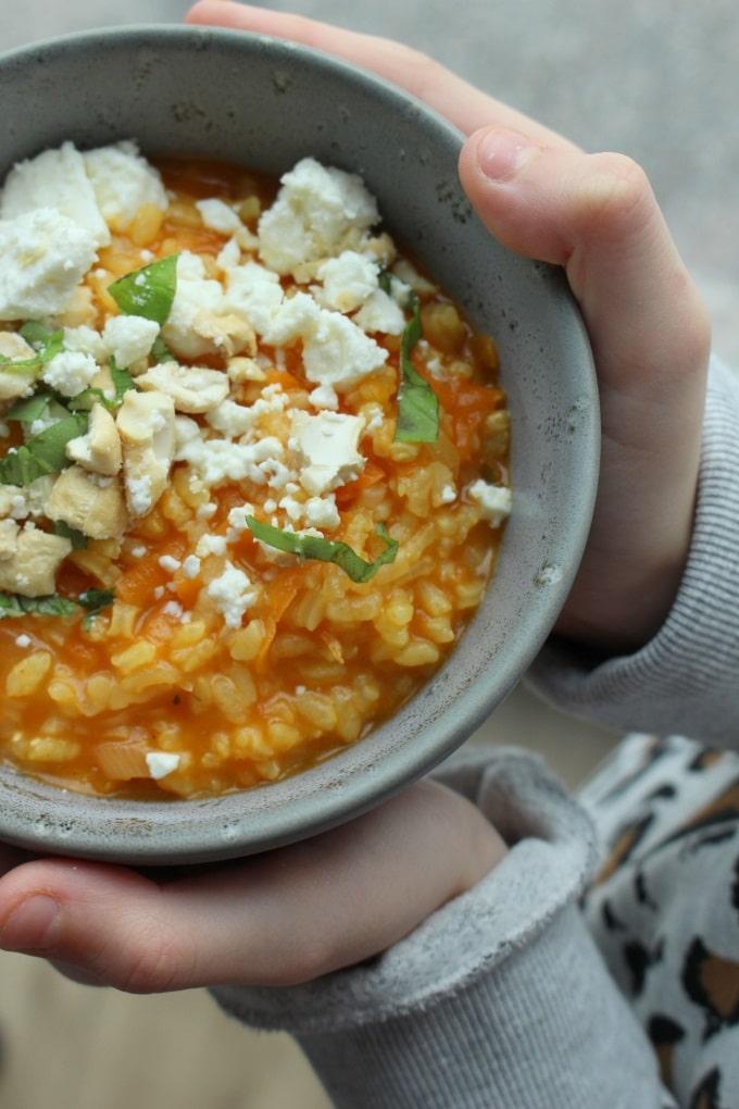 Curry-Möhren-Risotto mit Cashewnüssen und Feta