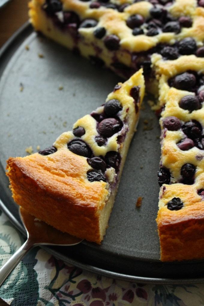 Quark-Grieß-Kuchen mit Heidelbeeren