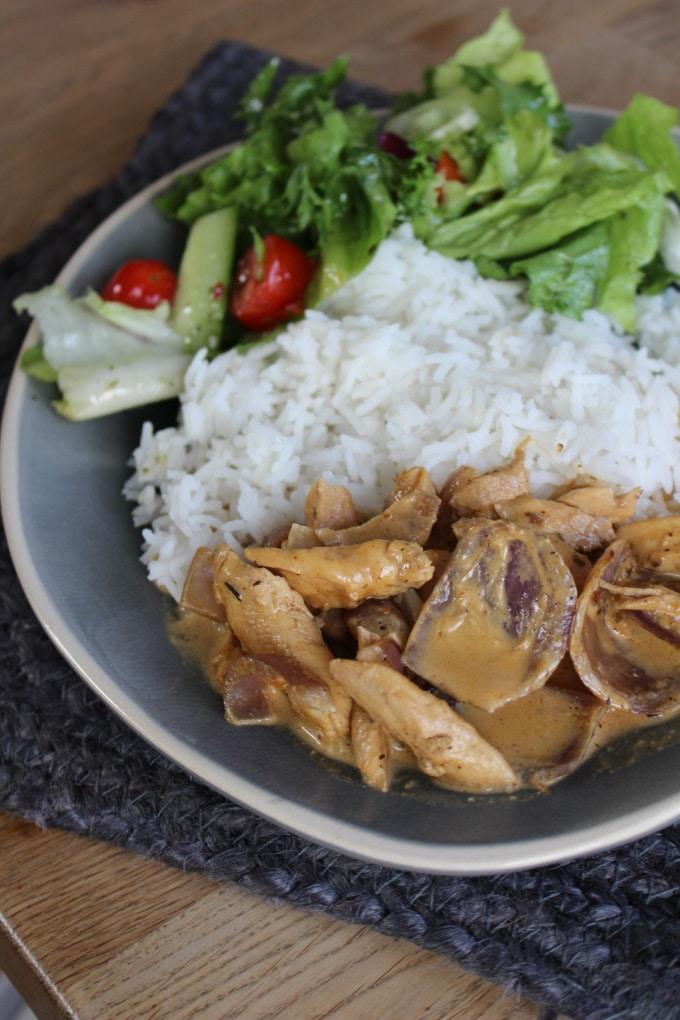 Rahmgyros mit Reis und Salat