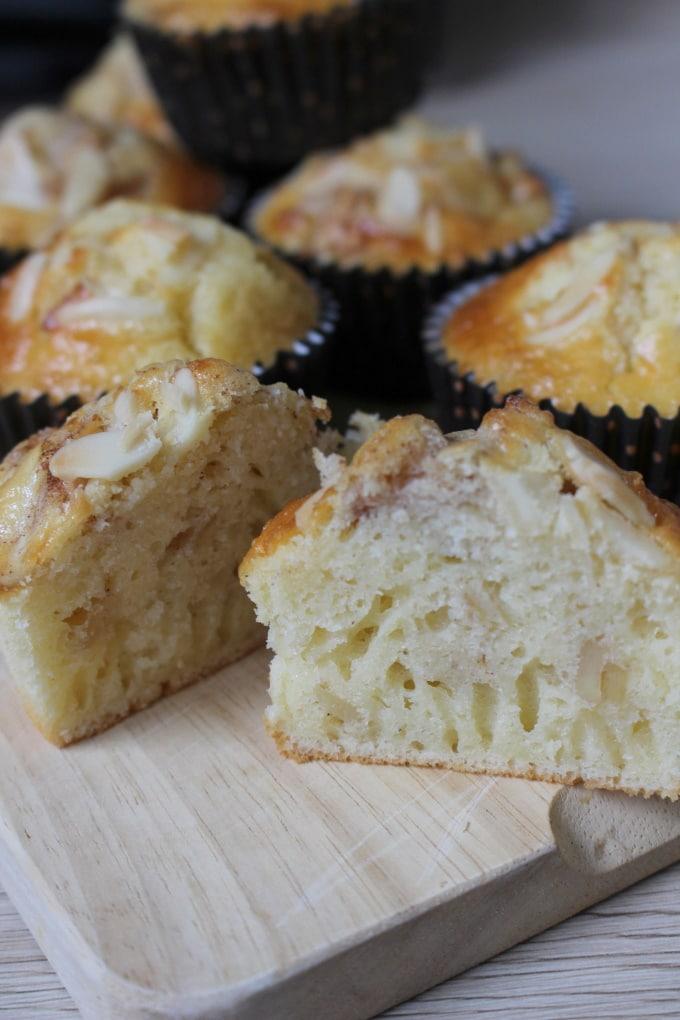 Saure Sahne-Muffins mit Apfel und Mandeln