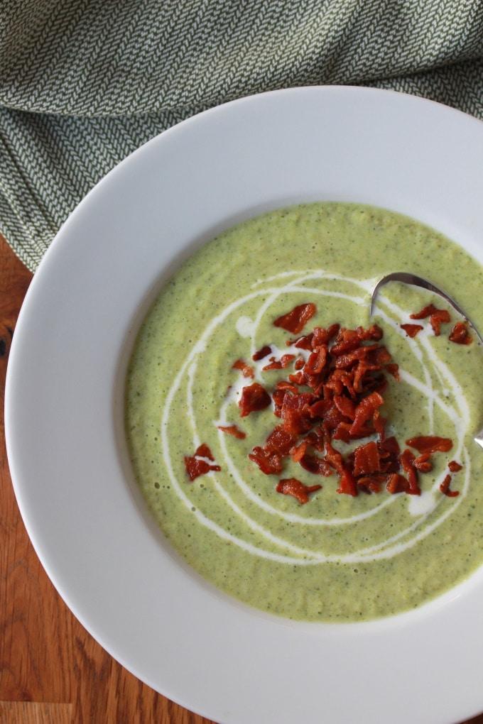 Brokkolicremesuppe mit Knusper-Bacon