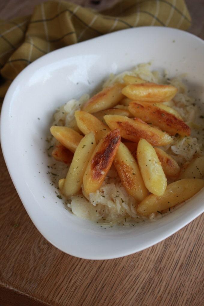 Schupfnudeln auf süßem Sauerkraut